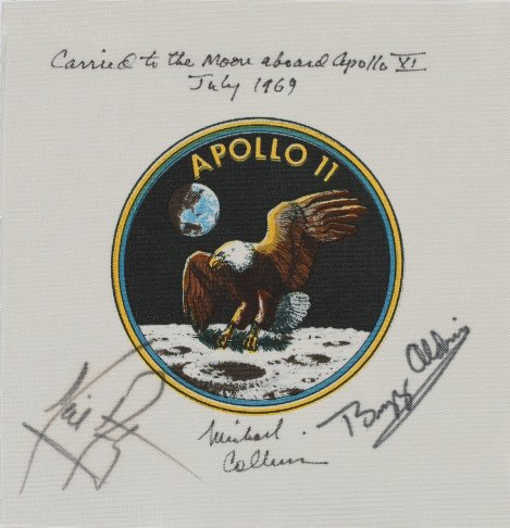 Apollo 11'in pilot imzalı amblemi